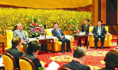 王三运刘伟平刘建超会见来兰参加论坛的国外代