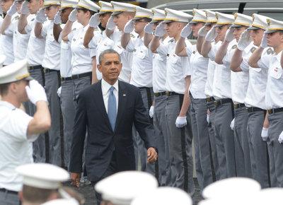 奥巴马出席西点军校毕业典礼 72名亚裔学生在列(图)