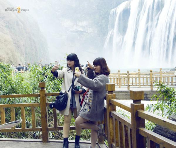 春节里,游客依然爆满的黄果树瀑布景区 淡雅 如菊的凤凰播高清图片