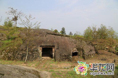 """忠县天池山崖墓,不少""""比邻而居""""。 记者古建祥摄"""