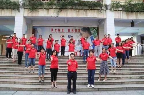广州一中高三教学团队摆心型祝福考生图片