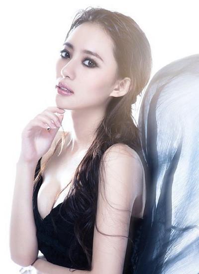 刘萌萌长发发型图片 清新不失妩媚感