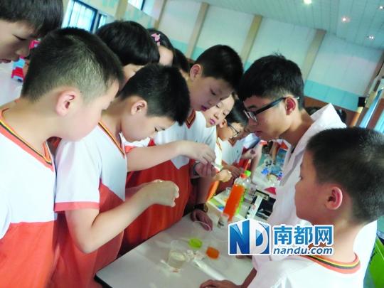 小学生DIY饮料学食品安全知识图片