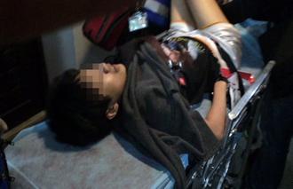 女子吸毒后飙骂拒捕 警察 五花大绑 逮人