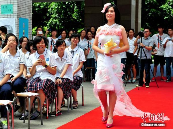 中学生环保服装设计展示