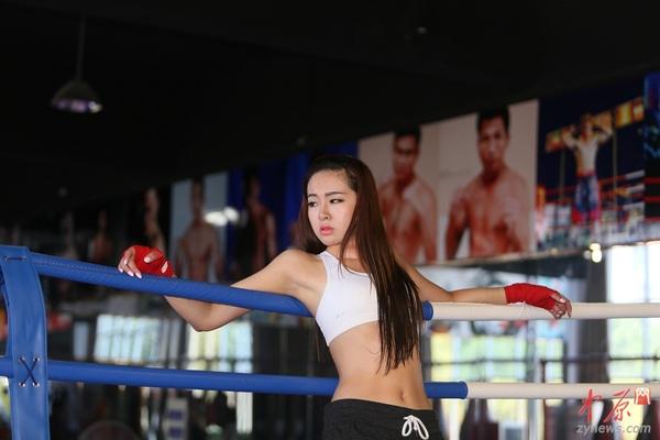 美女:郑州90后高清孩子土美女拳击手以一敌四男v美女抹油图片