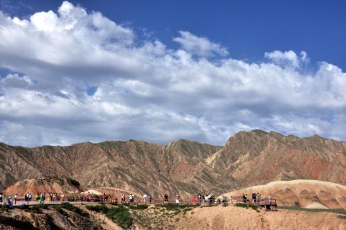 从张掖丹霞地址公园到祁连山风景区再到青海湖茶卡盐湖,最后再到西宁