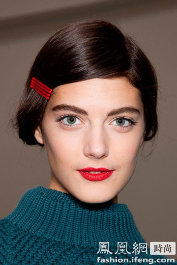 染眉膏排行榜_粗心女子使用过期染眉膏致眉毛脱落大半