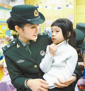 女兵在部队文工团要是想混得好是不是有潜规则?图片