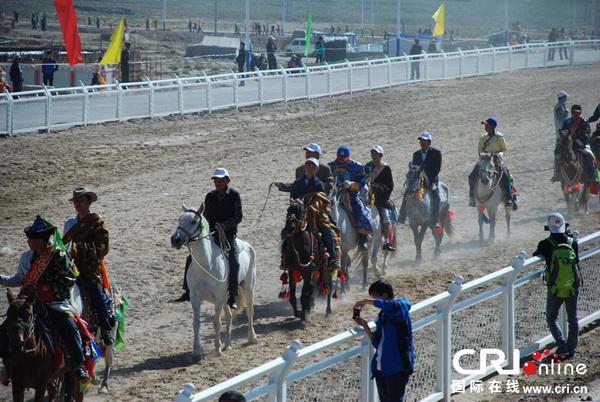 青海省海西州举行民族传统体育运动会(高清组图)
