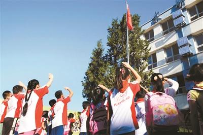 升国旗唱国歌成为中小学每天必修课