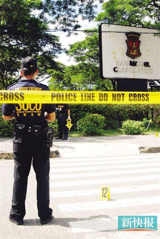 ■菲律宾警察在一犯罪现场调查。新华社(资料图)