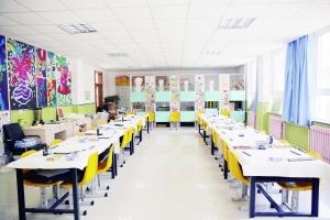 学校美术教室图片