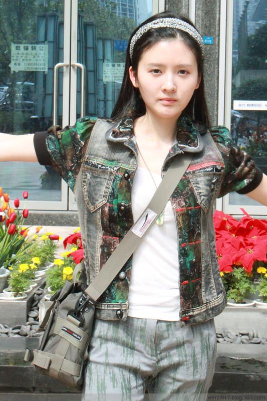 重庆苇子:女生与花