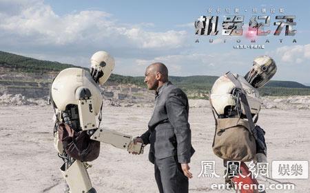 """《机器纪元》曝""""无人区""""剧照  班德拉斯荒漠遭劫持"""