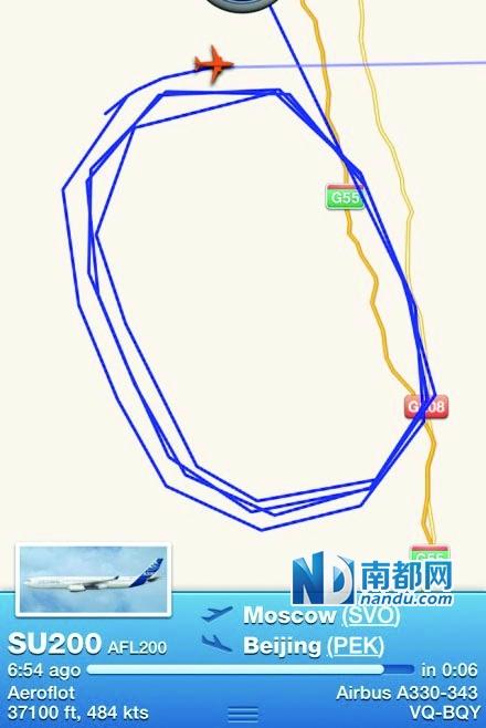 适逢北京首都国际机场遭遇雾霾天,有网友通过实时查看飞机航线的手机
