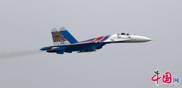 2014珠海航展:飞行表演精彩惊险(高清组图)