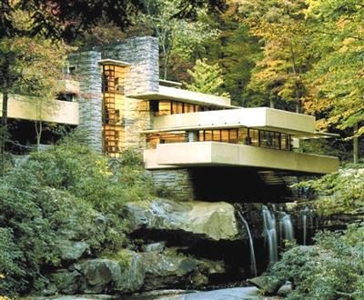 卡夫曼家族设计的别墅,在瀑布之上,悬空的楼板锚固在后面的自然山石中