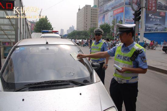 行人 非机动车驾驶人交通违法将登记个人信息 资料图高清图片