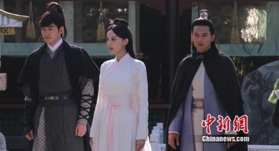 张翰,古力娜扎与关智斌(从左至右)图片