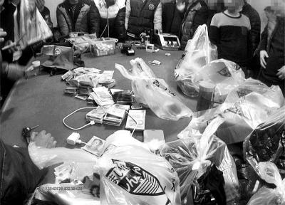 聚众推饼的卖淫嫖娼的被抓!|赌资|外阴_凤凰资民警炎视频图片