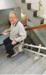 ■ 座椅式电梯操作简便 杨建正 摄