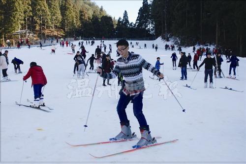 月老山滑雪雷忠义摄