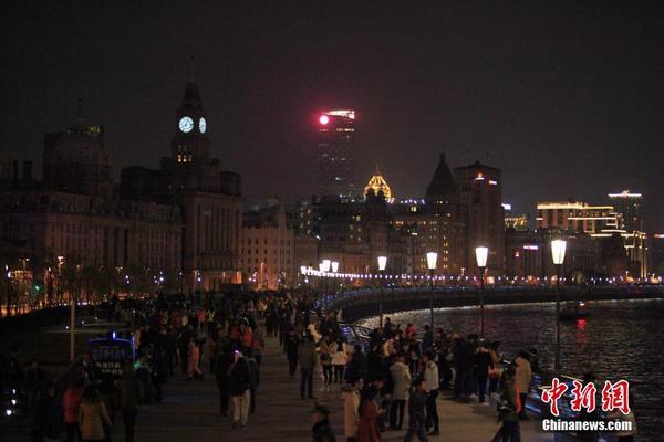 上海浦江两岸熄灯追思踩踏事件遇难者|两岸|