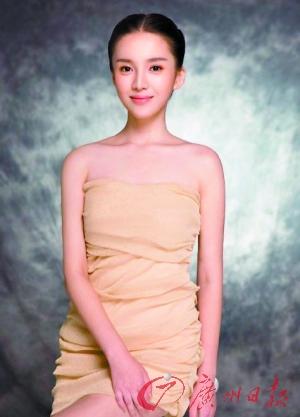 杨坤女友秀丽照曝光撞脸Angelababy