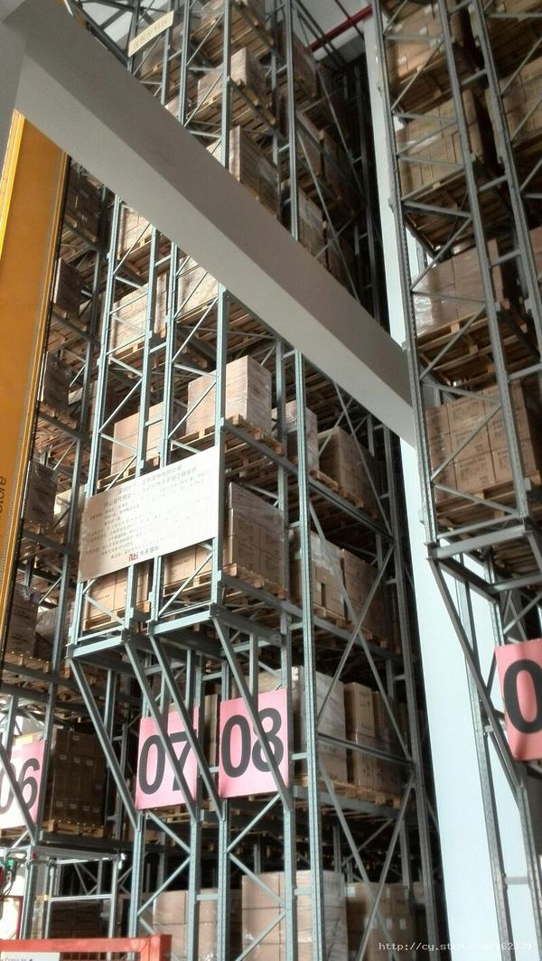 公司的立体仓库,全套设施德国引入,占地1000平米的仓库使用效率达到1万平米