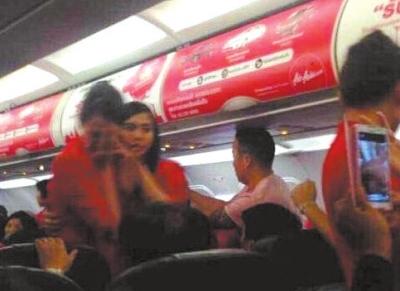 """中国 空姐/""""泰国曼谷芭提雅6日游""""团队游客大闹亚航..."""