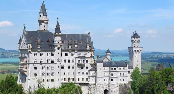 新天鹅城堡手绘