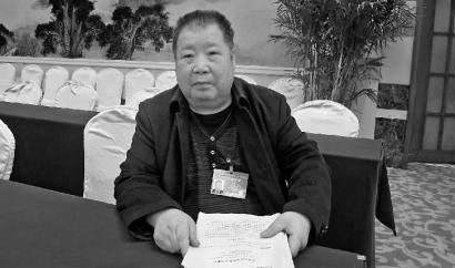 二月河接受采访新文化特派北京记者袁静伟摄