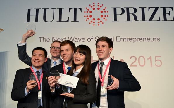 图:上海交通大学上海高级金融学院的创业团队摘得2015霍特奖亚太区冠军。