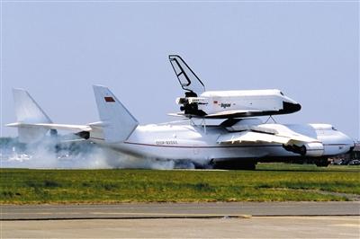 飞机飞翼式气动布局的设计造型相当科幻