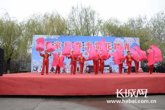 长城网4月2日讯(记者 董云鹏)每逢到四月,石家庄晋州市周家庄3000亩雪图片