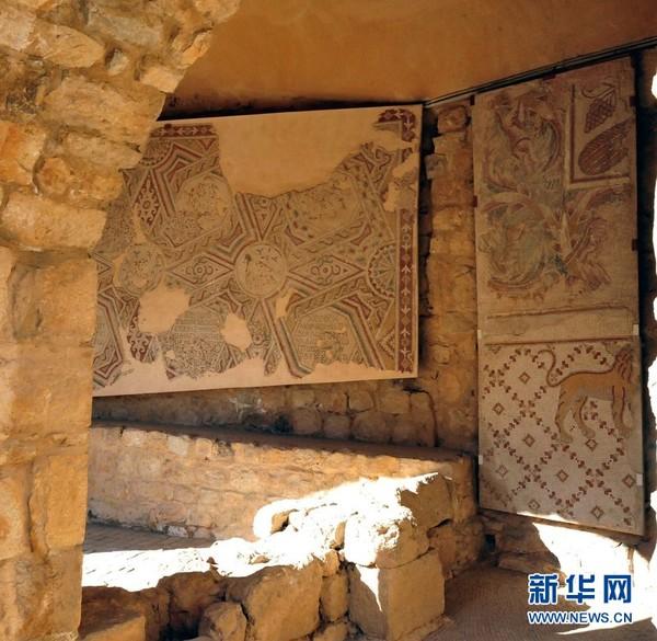 古城墙壁上的马赛克图