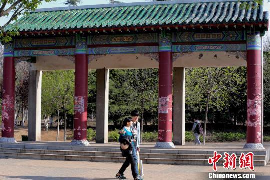 """图为,重建于山东建筑大学校园内的有着60多年历史的老济南""""中国电图片"""