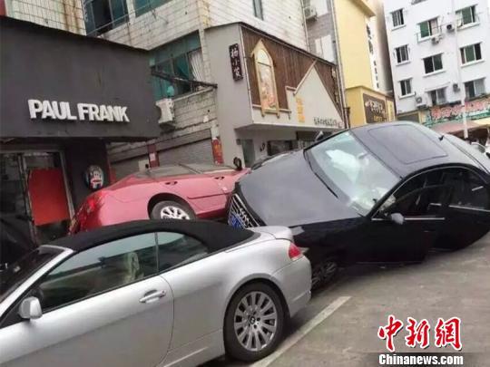 """浙江现3车""""叠罗汉""""车祸 印度籍司机被拘 资讯 第1张"""