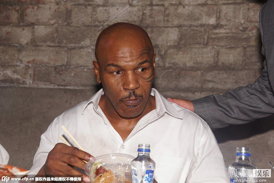 泰森拍《叶问3》被甄子丹打伤 导致拳王骨裂(图)图片