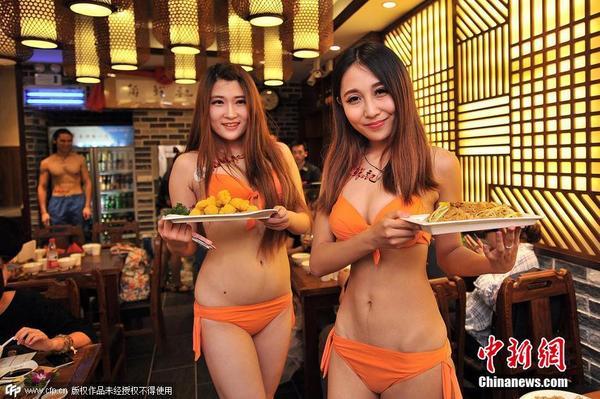沈阳打造首家美女服务餐厅 比基尼美女入驻粥店助阵图片