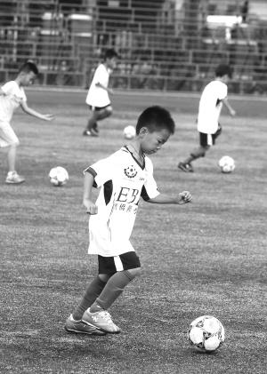 免费外教足球体验课 孩子没上够 足球 小营员