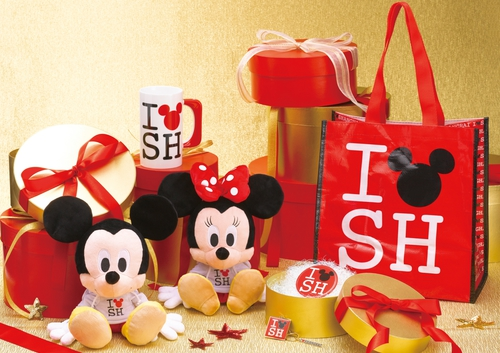 """这个系列的商品除了身着""""i love sh""""字样卫衣的迪士尼经典形象米奇与"""