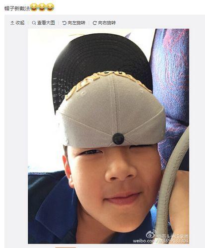 郭涛儿子石头搞怪戴帽子