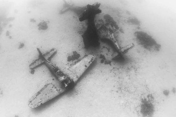 """太平洋""""战机墓地""""曝光 150架美军二战飞机长眠海底(组图)"""