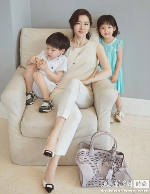 【图】44岁V脸李英爱拍时尚杂志 面部紧实似少女
