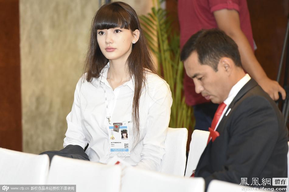 哈萨克女排美女萨宾娜成焦点 长发白衣显成熟
