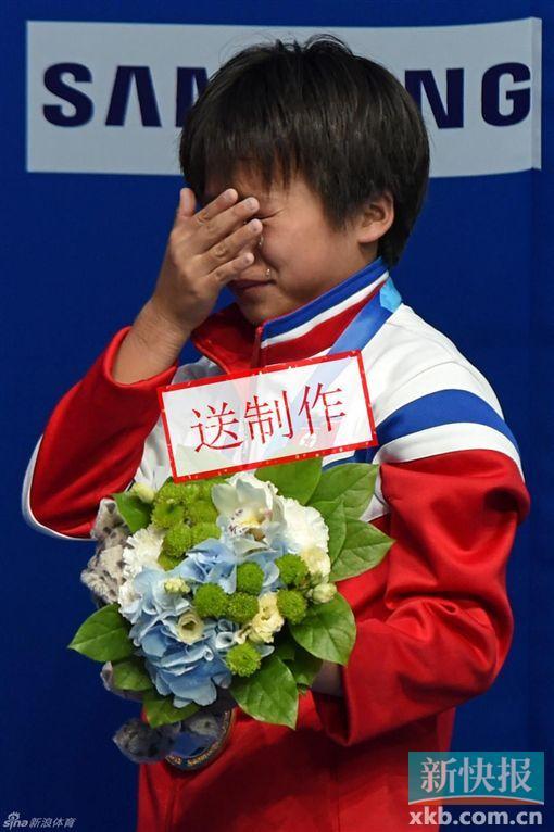 这个16岁高中生,为朝鲜记录首枚举重世锦赛金单手游泳的夺得图片
