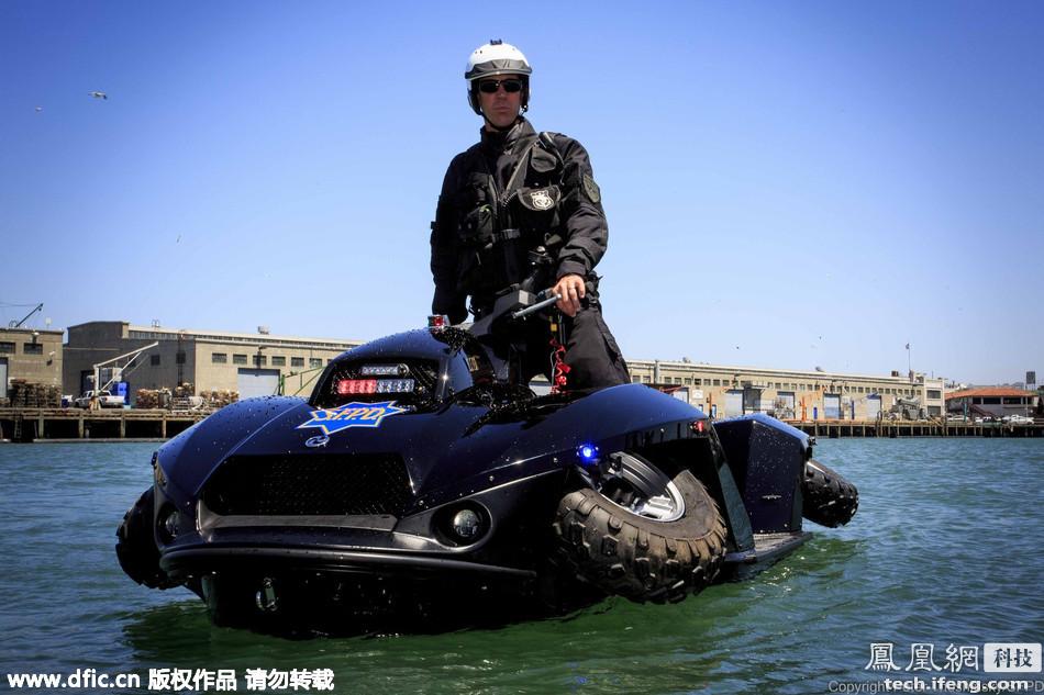 正式配备了一种水陆两用四轮摩托,这辆名为Quadski XL的水路两栖高清图片