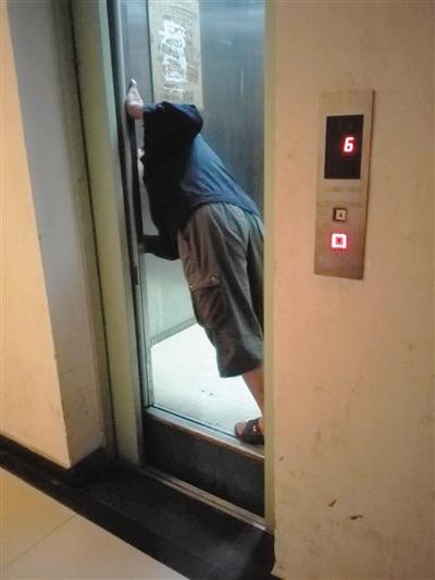 电梯突坠 按报警铃15分钟无应答